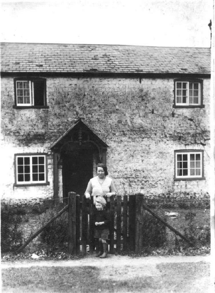 lady-child-outside-chalk-cottage